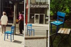 2001_drei.blaue_.Stühle